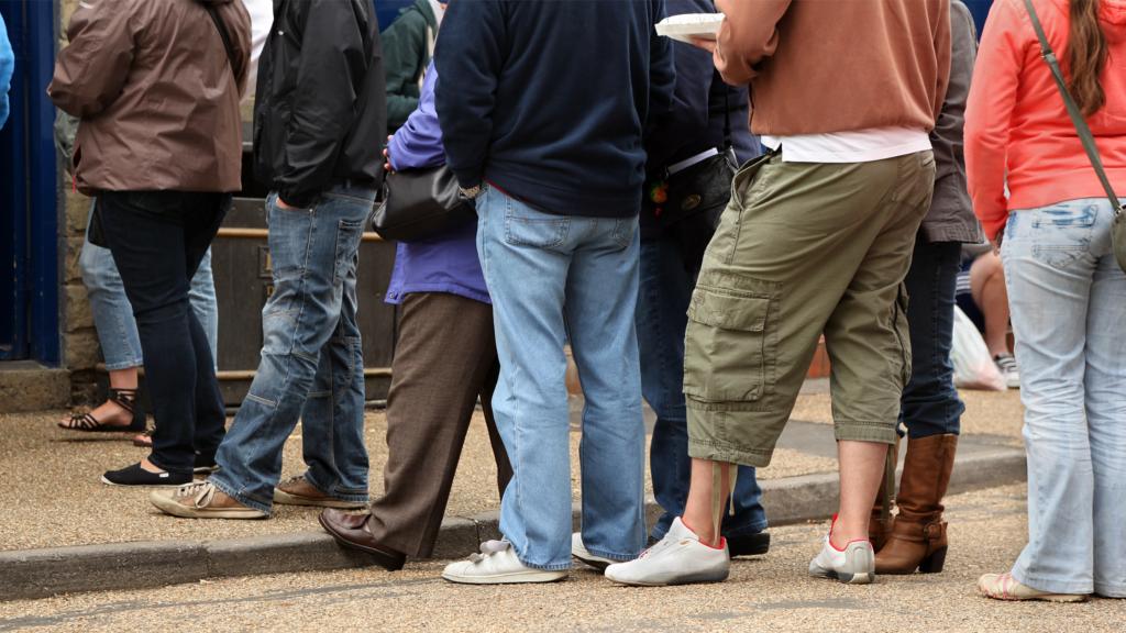 Retail scheduling reduces queueing
